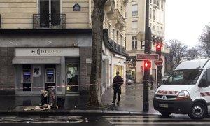 Roparji v Parizu sredi belega dne kar tri ure praznili bančne sefe