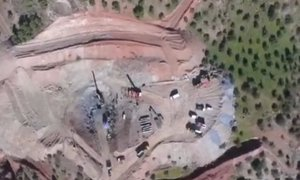 Po 55 urah je vzporedni rov izkopan, zdaj gredo na delo rudarji