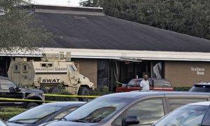 Napadalec na Floridi vstopil v banko in ubil pet ljudi