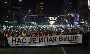 Tisoči v Beogradu pozivali k aretaciji morilca politika kosovskih Srbov ...