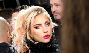 Lady Gaga ljubezen označila za neumno, a njegove si vseeno želi