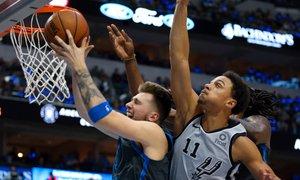 Dallas odlično začel, a slabo končal teksaški derbi, Dončić ponovil Curryja