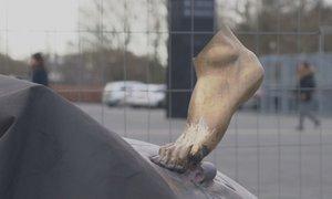 Od kipa Zlatana ostalo le stopalo, popravljajo ga na skrivni lokaciji