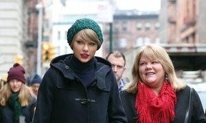 Taylor Swift razkrila, da ima njena mama možganski tumor