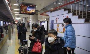 Izolirali deset mest, v Pekingu in Hongkongu odpovedali večje javne dogodke