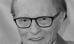 Umrl legendarni televizijski voditelj Larry King