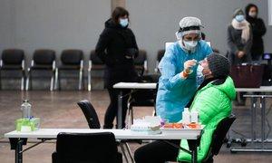 V sredo 774 novih okužb, delež pozitivnih testov 18,3-odstoten