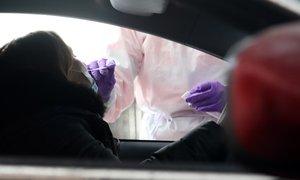 V petek potrdili 494 novih okužb