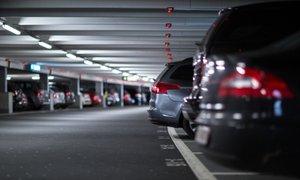 80 evrov globe za voznike, ki v parkirnih hišah ne bodo poravnali parkirnine