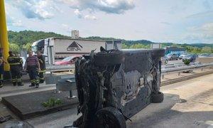 35-letnik, ki je s 150 km/h trčil v vozilo na cestninski postaji, pod vplivom ...