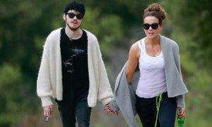 Oboževalci sprašujejo Kate Beckinsale: 'Zakaj izbiraš toliko mlajše partnerje?'