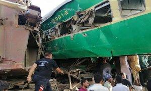 V Pakistanu v trčenju vlaka in avtobusa umrlo 22 romarjev