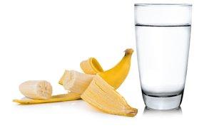 To se zgodi, ko spijete vodo z banano