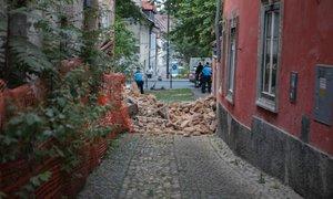 V bližini središča Ljubljane se je zrušila hiša