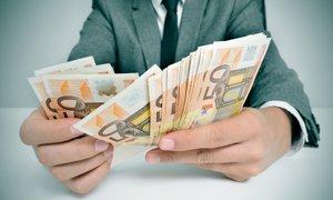 Povprečna mesečna plača lani navzgor