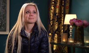 Nina pretresena na skupinskem zmenku: Počutim se ničvredno