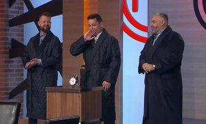 Sodniki bodo polfinaliste pričakali v haljah in zehaje