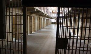 Med zaporniki več konfliktov, manj pa drog in napadov na uslužbence