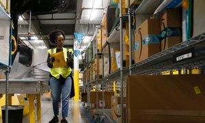 Pandemija covida-19 prinesla velike dobičke, Amazon kupil 11 letal