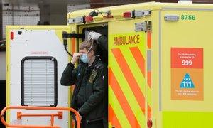V Veliki Britaniji covidu-19 podlegel komaj 13-letni deček