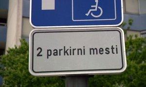 Višja kazen za neobzirneže, ki parkirajo na prostorih, rezerviranih za invalide