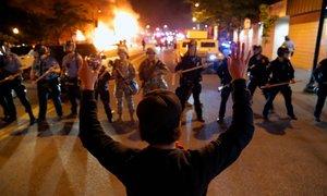 'Ne morem dihati'. Protestniki tudi pred Belo hišo. V Detroitu umrl 19-letnik
