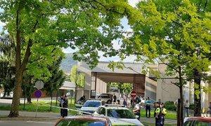 V streljanje vpletene tri osebe. Policija išče morebitne priče