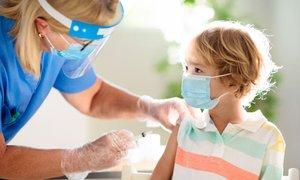 V Sloveniji bodo s cepljenjem otrok počakali do odločitve EME