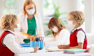 SVIZ: Zaposleni so dnevno izpostavljeni možnosti okužbe, dodatka pa še niso ...