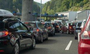 Gneča in zastoji na cestah in mejnih prehodih