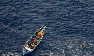 Najstnico rešili po 22 dneh sredi morja