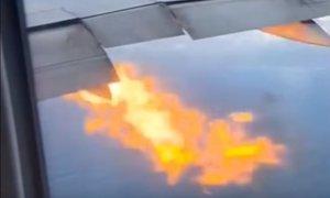 Boeing 777 zaradi odpovedi motorja zasilno pristal, saj je iz motorja 'bruhal ...