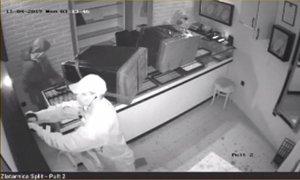 Aretirali tri Ruse, ki naj bi v zgolj minuti in pol izpraznili zlatarno v Splitu