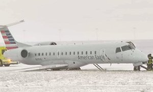 Video: Neuspešen pristanek, letalo zaradi snega zdrsnilo s piste