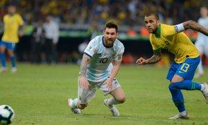 Alves kritično o Barceloni: Messi mi na sporočilo ni odgovoril