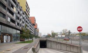 DUTB prodaja parkirišča pod Celovškimi dvori, stanovalci se čutijo izigrane