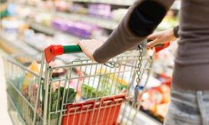 Poslanci podprli predlog nedeljskega zaprtja trgovin