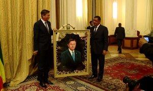 Kam bo Pahor obesil svoj portret, naslikan na kozjo kožo?