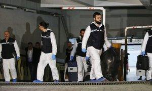 Kaj se je skrivalo v kovčkih, ki so jih našli v zapuščenem konzularnem vozilu?
