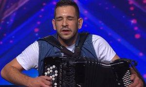 Hrvate na Supertalentu navdušil neverjetni harmonikar