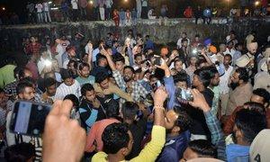 Nesreča vlaka v Indiji zahtevala več deset življenj
