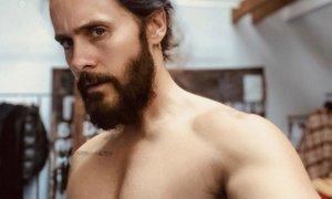 Jared Leto z golim telesom nagovoril potencialne volivce