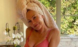 Melanie Griffith v rožnatem spodnjem perilu za dober namen