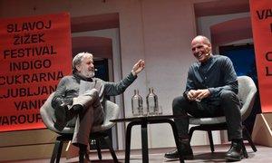 Žižek in Varufakis razglabljala o kapitalizmu in 'tehnofevdalizmu'