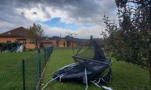 Močan veter preglavice povzročal v severovzhodni Sloveniji in na Dolenjskem