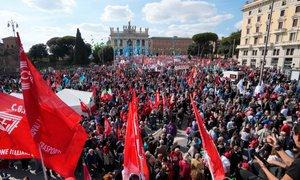 V Rimu več deset tisoč ljudi protestiralo proti fašizmu