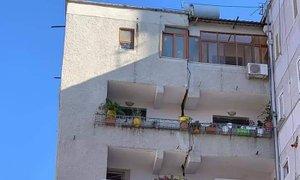 V potresu v Albaniji je bilo poškodovanih več kot 100 ljudi