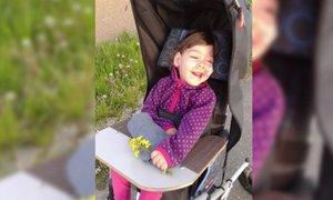 Zavarovalnica deklici Gaji in njenim staršem plačala del odškodnine