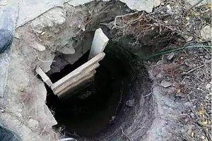 Mama lastnoročno izkopala podzemni rov, da bi iz zapora rešila sina