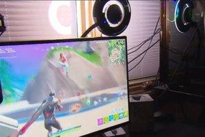 Oče 16-letnega sina izpisal iz šole, da lahko trenira Fortnite - v garaži ga ...